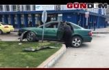 Otomobil refüje çarptı!...