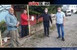 Sağlıkçılardan sonra mahallesine maske dağıttı