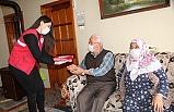 Yaşlı çift Vefa Grubu'ndan Türk bayrağı istedi