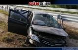 Otomobil kontrolden çıkıp bariyerlere çarptı: 3 yaralı