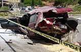 Otomobil hurda yığınına döndü: 1 ölü, 1 yaralı