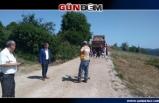 Yol inşaatında kadınlar imece usulü çalışıyor