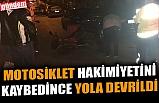 MOTOSİKLET HAKİMİYETİNİ KAYBEDİNCE YOLA DEVRİLDİ