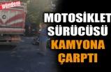 MOTOSİKLETLİ KAMYONA ÇARPTI