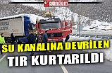 SU KANALINA DEVRİLEN TIR KURTARILDI