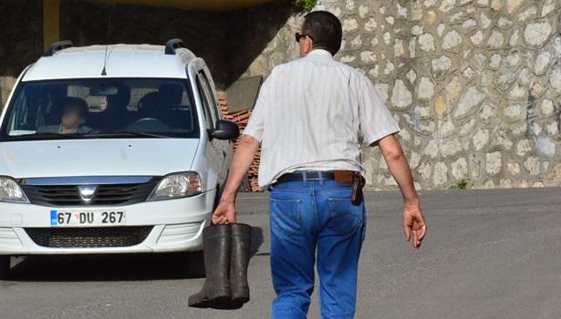 Madende ölen işçiden geriye çizmeleri kaldı