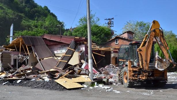 Balıkçı kulübelerinin yıkımı sürüyor