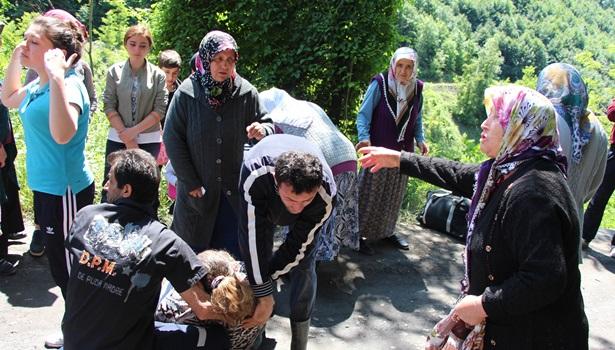 Madenden çıkmama eylemi yapan işçilere ailelerinden destek