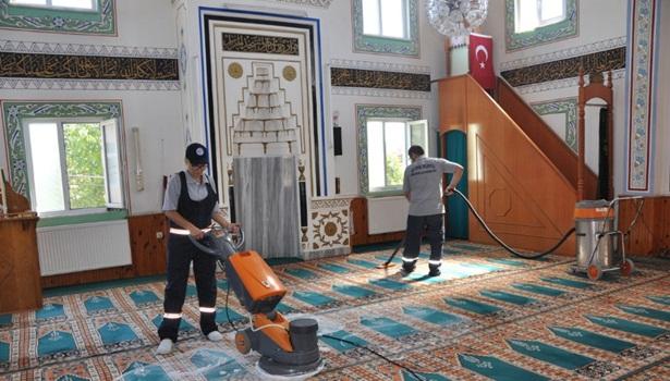 Cami ve mezarlıklarda temizlik