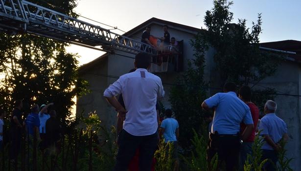 İftar vakti evinin çatısında kendisini iple asmaya kalkıştı
