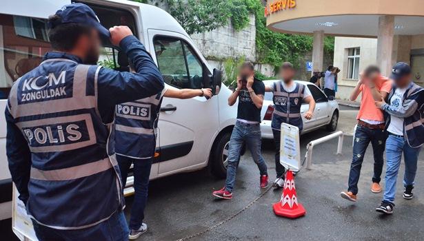 Uyuşturucu operasyonunda gözaltına alınan 17 kişi adliyeye sevk edildi