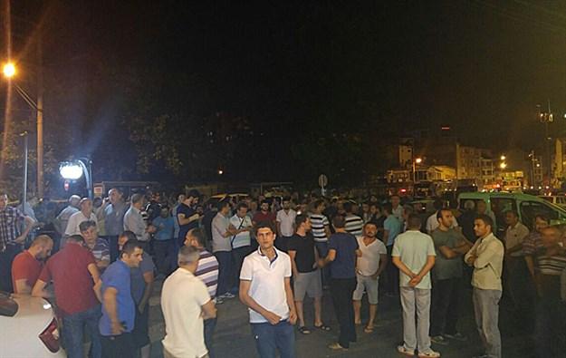 Ak Parti ilçe binası önünde hareketli anlar