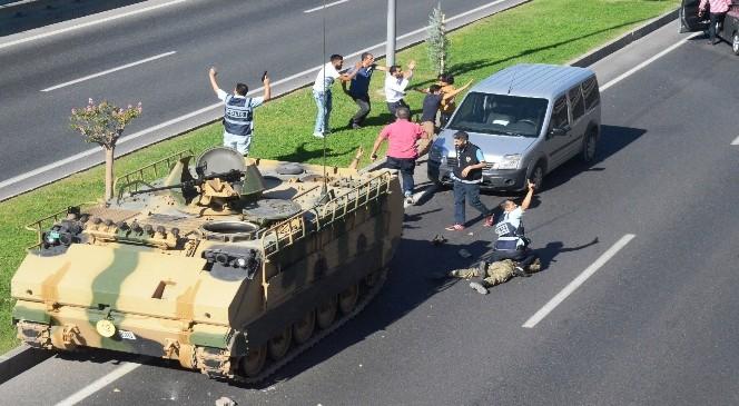 Malatya´da ,Darbe Girişimi Yapmak Isteyen Askerleri Linçten Polis Kurtardı
