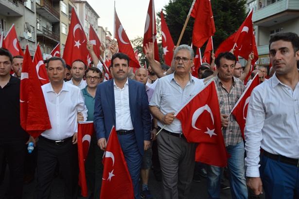 Ereğli Atatürk anıtı önünde demokrasi nöbetinde