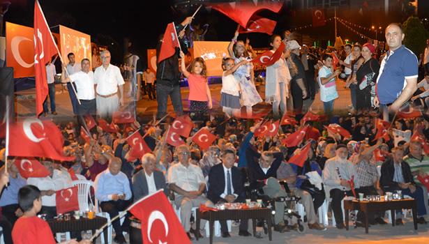 Ereğli´li Vatandaşlar Demokrasi nöbetini sürdüyor