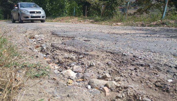 Yolların bozuk olması nedeniyle ulaşım güçlükle sağlanıyor