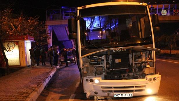 Patlayan lastiği değiştirirken halk otobüsü çarptı