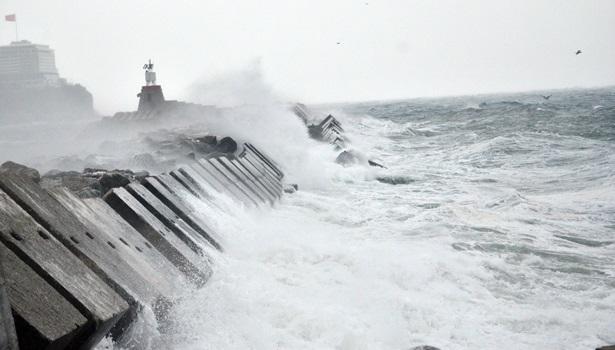 Zonguldak´ta şiddetli fırtına etkili oluyor