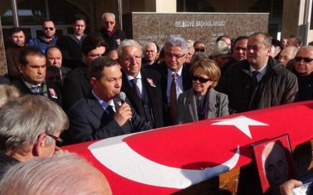 Ruhi Cöbekoğlu için belediye binası önünde tören düzenlendi