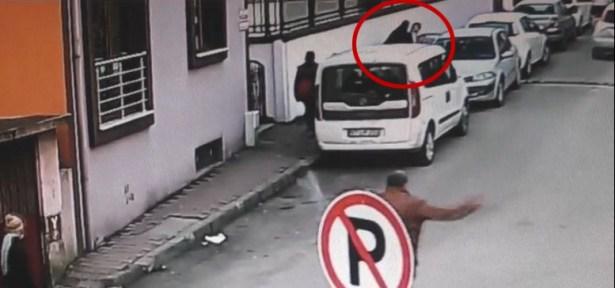 Otomobile zorla bindirilen kadın güpegündüz kaçırıldı