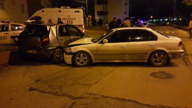 Ereğli´de iki otomobilin çarpışması sonucu 2 kişi yaralandı