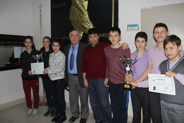 Yayla Ortaokulu öğrencileri Çorum´dan iki kupayla döndü