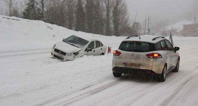 Kar yağışı ulaşımı aksattı