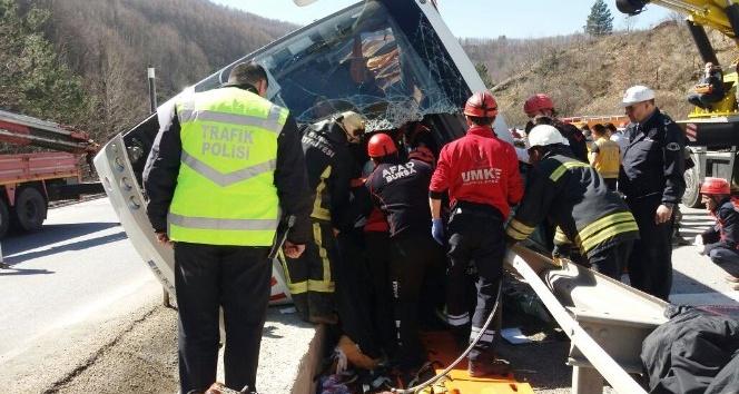 Türk Metal Sendikası otobüsü devrildi. Ölü ve yaralılar var