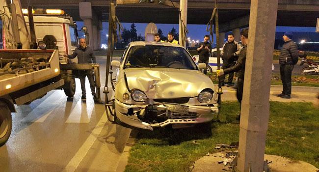 Ereğli'de kaza... Direğe çarptı