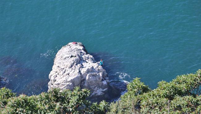 Kayalıklarda intihar girişimi
