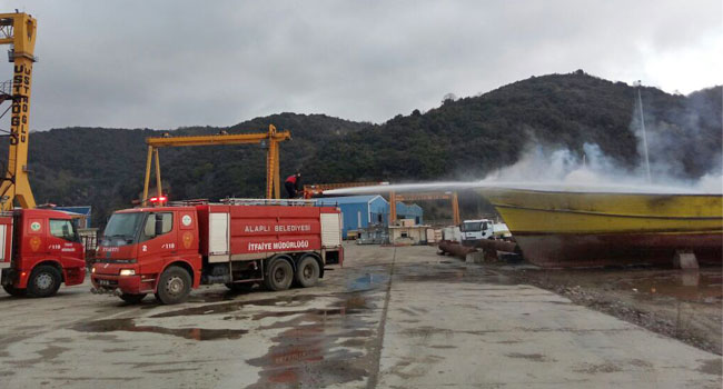 Ereğli 'de gemi alev alev yandı