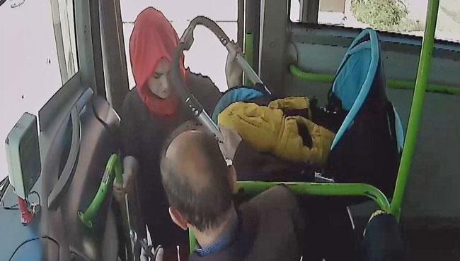 Otobüste bebek arabası kavgası