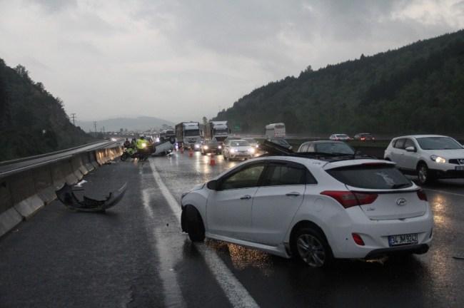 TEM'de kaza: 5 yaralı