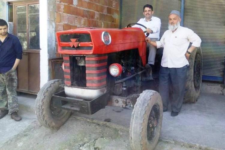 Traktörde bir AK Partili