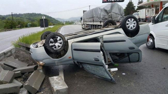 Bolu'da takla atan otomobilde iki kişi yaralandı