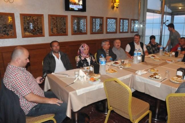 AK Parti Kadın Kolları Engellilere iftar Yemeği Verdi