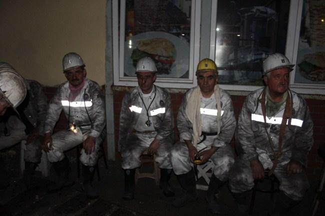 Eroğlu ve Demirci Gelik'te madenci ile iftar açtılar