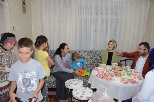 AK Parti il başkanı Keskin, 5 çocuklu Özdemir ailesi ile iftar yaptı