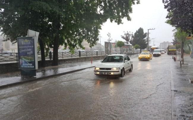 Yağış Düzce'de de etkili oldu