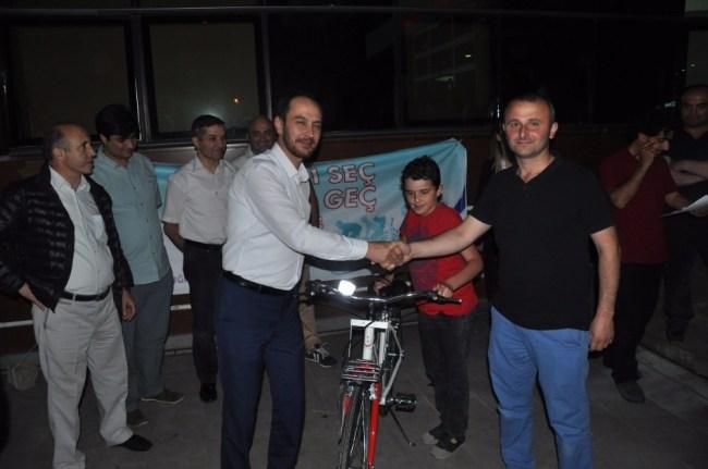Sağlık Merkezi Çocuklara Bisiklet Hediye Etti