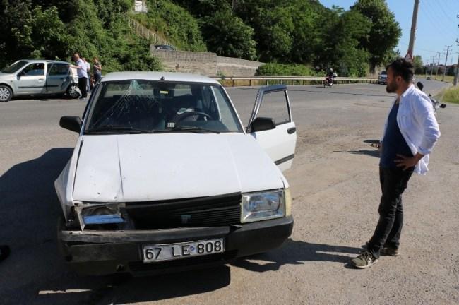 Kemer Yolu Üzeri İki Otomobil Çarpıştı; 1 Yaralı