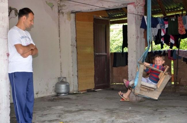 Görme Engelli Babanın Çocuklarının Destekleriyle Hayata Tutunuyor.