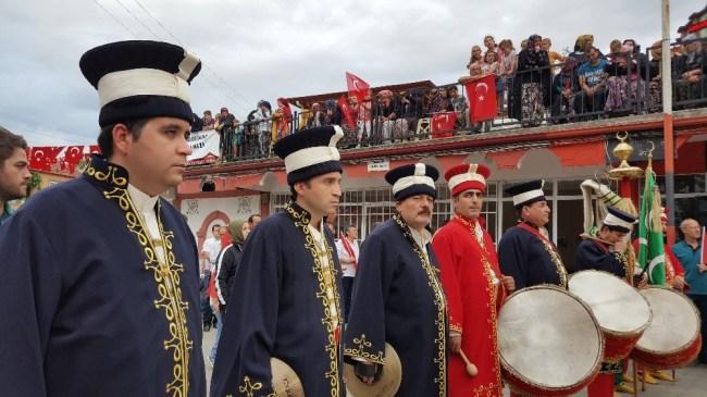 Atatürk'ün Selamlara gelişinin 83.yılı törenle kutlandı