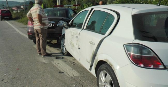 Düzce'de Trafik Kazası: 2'si Çocuk 3 Kişi Yaralandı