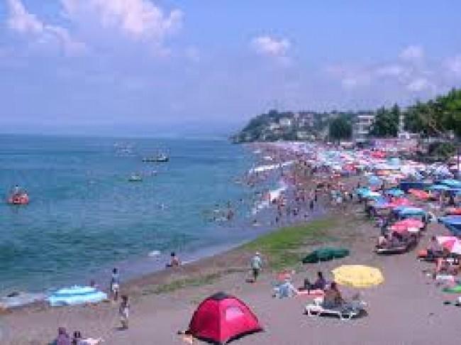 Akçakoca'da  Plaj ve sahiller hafta sonu yoğunluğu