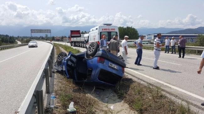 Gölyaka kavşağında Otomobil Takla Attı: 2 Yaralı
