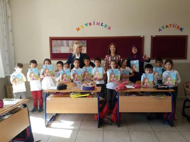 Dergiler Akçakoca'da okul öncesi 1. sınıflara dağıtıldı