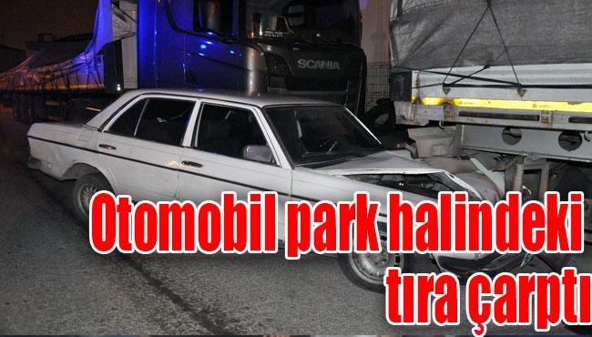 Otomobil park halindeki tıra çarptı