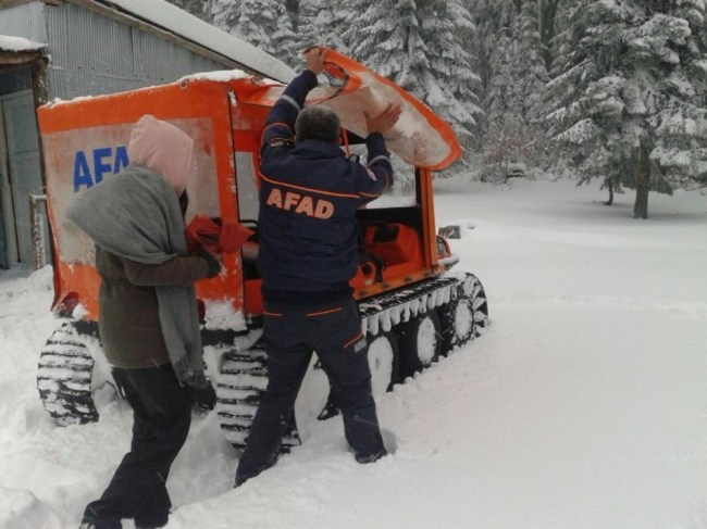 Mahsur kalan İki genci AFAD kurtardı