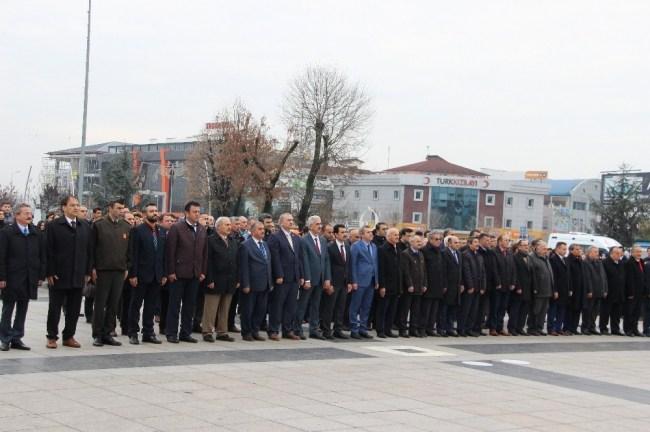 Öğretmenler Atatürk Anıtına Çelenk koydu